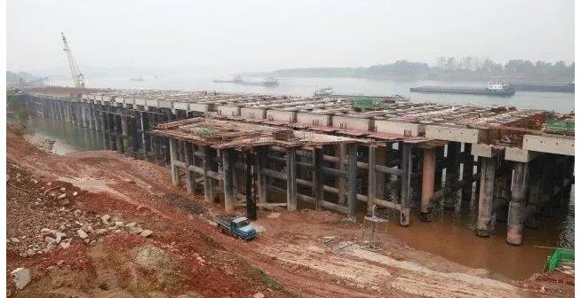 松滋临港江畔巨型平台生长