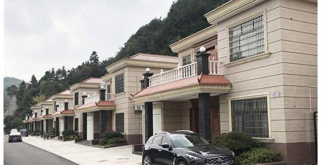 羡慕!这个山村建起184栋别墅