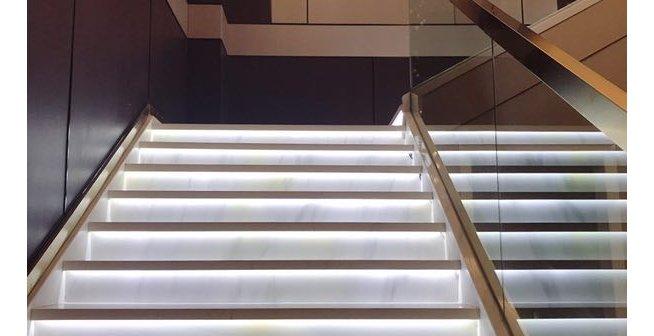 有谁知道这个楼梯怎么装修的吗?